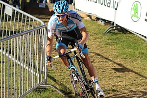 Dieter Vanthourenhout leading the race